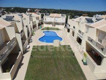 Excellent apartament 2 bedroom apartment set in a gated community with pool and garage for sale in Ferreiras, Albufeira