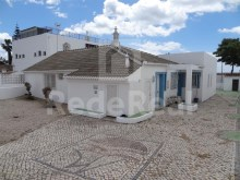 2 villas, with approved project for reconstruction for sale in Areias de São João, Albufeira