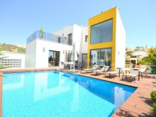 Excellent new House insulated, equipped and furnished with high quality finishes for sale in Quinta da Orada, Albufeira.