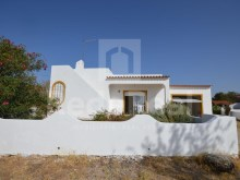 Elegant set of 3 houses traditional architecture, composed of 1 villa with 2 bedrooms, house with 1 bedroom  and 1last house  two-bedroom that house for refurbishment.