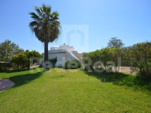 Excellent detached house with 4 bedrooms and 3 bathroom house with pool in central area of Albufeira