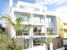 Excellent contemporary 2010 sumptuous Villa consists of three floors.