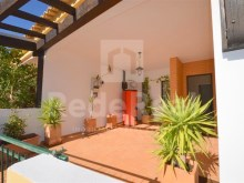 Villa with 3 bedrooms for sale in the center of the city-Albufeira