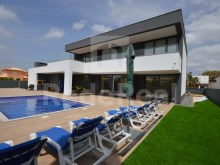 Contemporary Villa V5 with pool and garage
