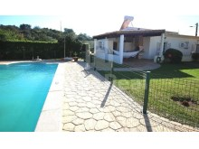 Moradia com piscina e jardim a 5 min do Algarve Shoping