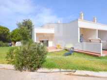 Villa in gated community for sale in Albufeira in the Algarve.