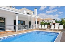 Villa with contemporania architecture, for sale in Albufeira