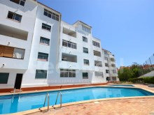 3 bedroom Duplex apartment on the last floor with large terraces, pool and garage in the center of Albufeira