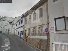 Old building to remodel, for sale in the Centre of Albufeira