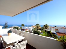 Apartment T2 +1 with good interior areas with excellent views and very close to the beach.