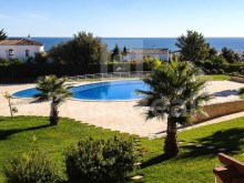 Excellent villa with sea view for sale in Albufeira, Algarve.