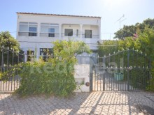 Villa for sale in albufeira to restore with great potential