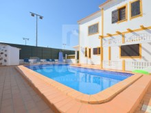4 bedroom villa for sale in albufeira with pool