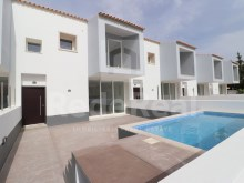Modern townhouse with 4 rooms in Albufeira