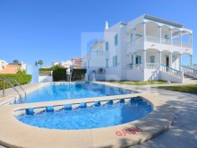 4 bedroom villa for sale in albufeira near the beach and sea view