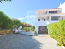 3 bedroom villa for sale in albufeira with patio