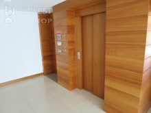 Hall interior com elevador privado%15/46