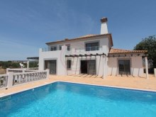 Contemporary villa with 3 bedrooms and swimming pool near Olhão | 3 Bedrooms | 4WC