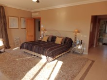 Spacious master bedroom ensuite and dressing%6/32