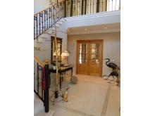 Magnificent entrance hall%10/32