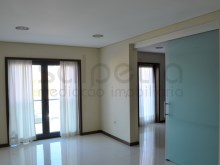 2 Bedroom Apartment-LIVING ROOM%2/10