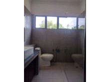 Shared Bathroom%15/17