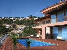 luxury villa on the sea for sale%3/26