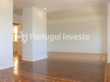 Living room, For sale excellent 3 bedrooms apartment, Lisbon Center - Portugal Investe%7/29