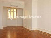 Master Suite, For sale excellent 3 bedrooms apartment, Lisbon Center - Portugal Investe%18/29
