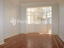 Master Suite, For sale excellent 3 bedrooms apartment, Lisbon Center - Portugal Investe%15/29