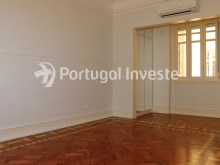 Master Suite, For sale excellent 3 bedrooms apartment, Lisbon Center - Portugal Investe%17/29