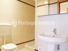 Bathroom 2, For sale 2 bedrooms apartment, garage and pool, Albufeira, Algarve - Portugal Investe%11/12