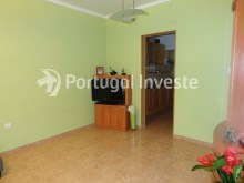 Living room, For sale 2 bedrooms villa, renewed, bakcyard with barbecue, Almada - Portugal Investe%3/16