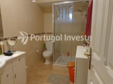 Bathroom, For sale 2 bedrooms villa, renewed, bakcyard with barbecue, Almada - Portugal Investe%7/16