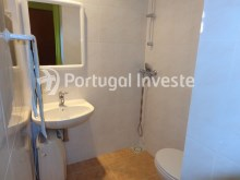 Suite's bathroom, For sale 2 bedrooms villa, renewed, bakcyard with barbecue, Almada - Portugal Investe%11/16