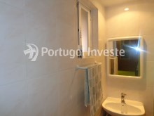 Suite's bathroom, For sale 2 bedrooms villa, renewed, bakcyard with barbecue, Almada - Portugal Investe%12/16