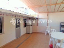 Backyard, For sale 2 bedrooms villa, renewed, bakcyard with barbecue, Almada - Portugal Investe%15/16