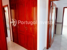 Hallway with closet, For sale excellent 3 bedrooms, 20 minutes away from Lisbon - Portugal Investe%5/15