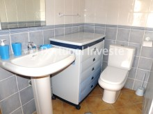 Bathroom 2, For sale 3 bedrooms villa, backyard, 5 minutes from the beach, Albufeira - Portugal Investe%16/16