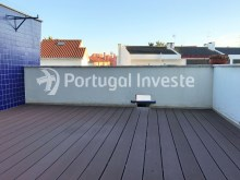 For sale excellent 3 + 1 bedrooms duplex, garage and two terraces, close to the beach, 10 minutes away from Lisbon - Portugal Investe%10/28
