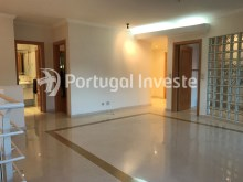 For sale excellent 3 + 1 bedrooms duplex, garage and two terraces, close to the beach, 10 minutes away from Lisbon - Portugal Investe%3/28