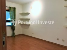 For sale excellent 3 + 1 bedrooms duplex, garage and two terraces, close to the beach, 10 minutes away from Lisbon - Portugal Investe%13/28