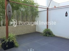 For sale excellent 3 + 1 bedrooms duplex, garage and two terraces, close to the beach, 10 minutes away from Lisbon - Portugal Investe%19/28
