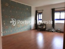 For sale excellent 3 + 1 bedrooms duplex, garage and two terraces, close to the beach, 10 minutes away from Lisbon - Portugal Investe%22/28