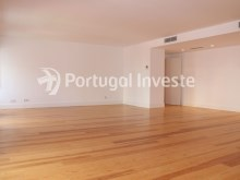 For sale divine 5 bedrooms duplex, new, 349 sq/m, historical building of Lisbon - Portugal Investe%2/36