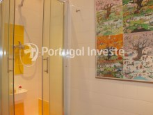 Bathroom 2, For sale 2 + 1 bedrooms apartment, river view, fully renewed, 15 minutes from Lisboa - Portugal Investe%17/18