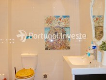 Bathroom 2, For sale 2 + 1 bedrooms apartment, river view, fully renewed, 15 minutes from Lisboa - Portugal Investe%16/18