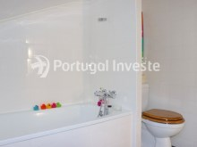Bathroom 1, For sale 2 + 1 bedrooms apartment, river view, fully renewed, 15 minutes from Lisboa - Portugal Investe%15/18