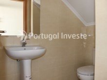 Garage bathroom, For sale 4 bedrooms villa, new, 10 minutes away from Lisbon - Portugal Investe%16/30
