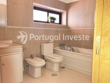 Bathroom 2, For sale 3 bedrooms apartment, good areas, condo 10 minutes away from Lisbon - Portugal Investe%19/21